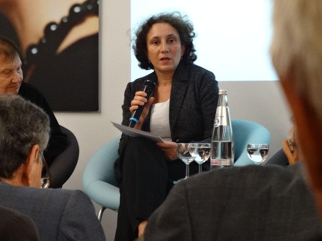 Das Bild zeigt die Journalistin und Autorin Gemma Pörzgen